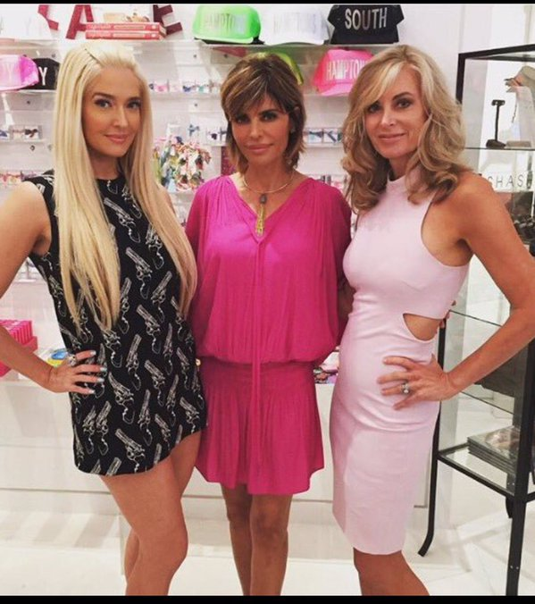 Lisa Rinna in the Hamptons with Erika and Eileen - #RHOBH