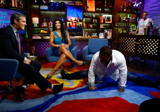Joe Giudice does splits