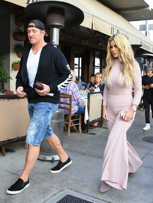 LOS ANGELES, CA - OCTOBER 15: Kroy Biermann and Kim Zolciak are seen on October 15, 2016 in Los Angeles, California. (Photo by BG001/Bauer-Griffin/GC Images)