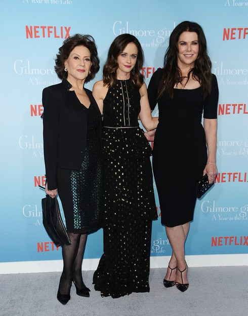 LOS ANGELES, CA - NOVEMBER 18: (L-R) Actresses Kelly Bishop, Alexis Bledel and Lauren Graham attend the premiere of