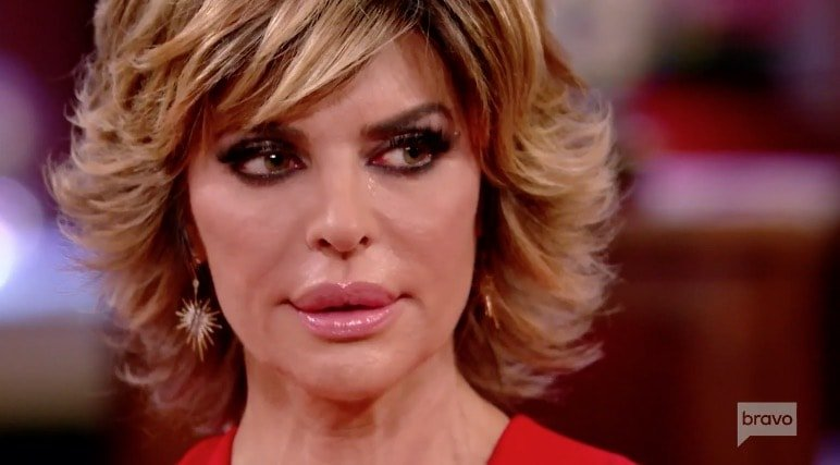 Lisa Rinna cries over blue bunny