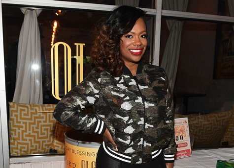 Kandi Burruss Gives Over 300 Presents To Six Families For Christmas