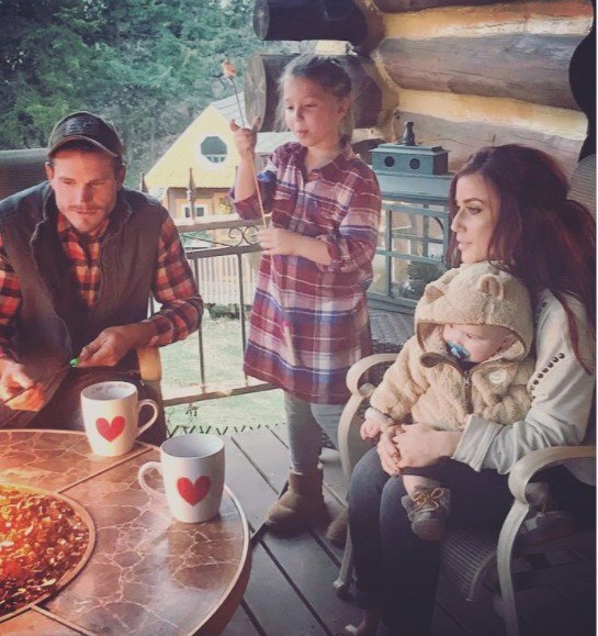 Chelsea Houska With Her Family