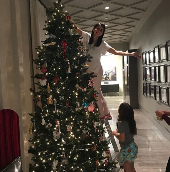 Heather Dubrow Decorating Her Christmas Tree