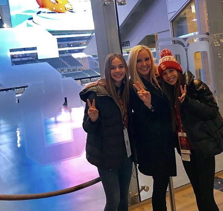Shannon Beador At The Cotton Bowl With Her Daughters