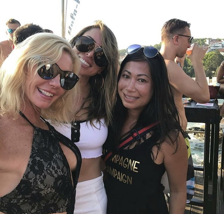 Kelly With Her Girls