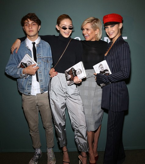 Yolanda, Anwar, Bella, and Gigi Hadid